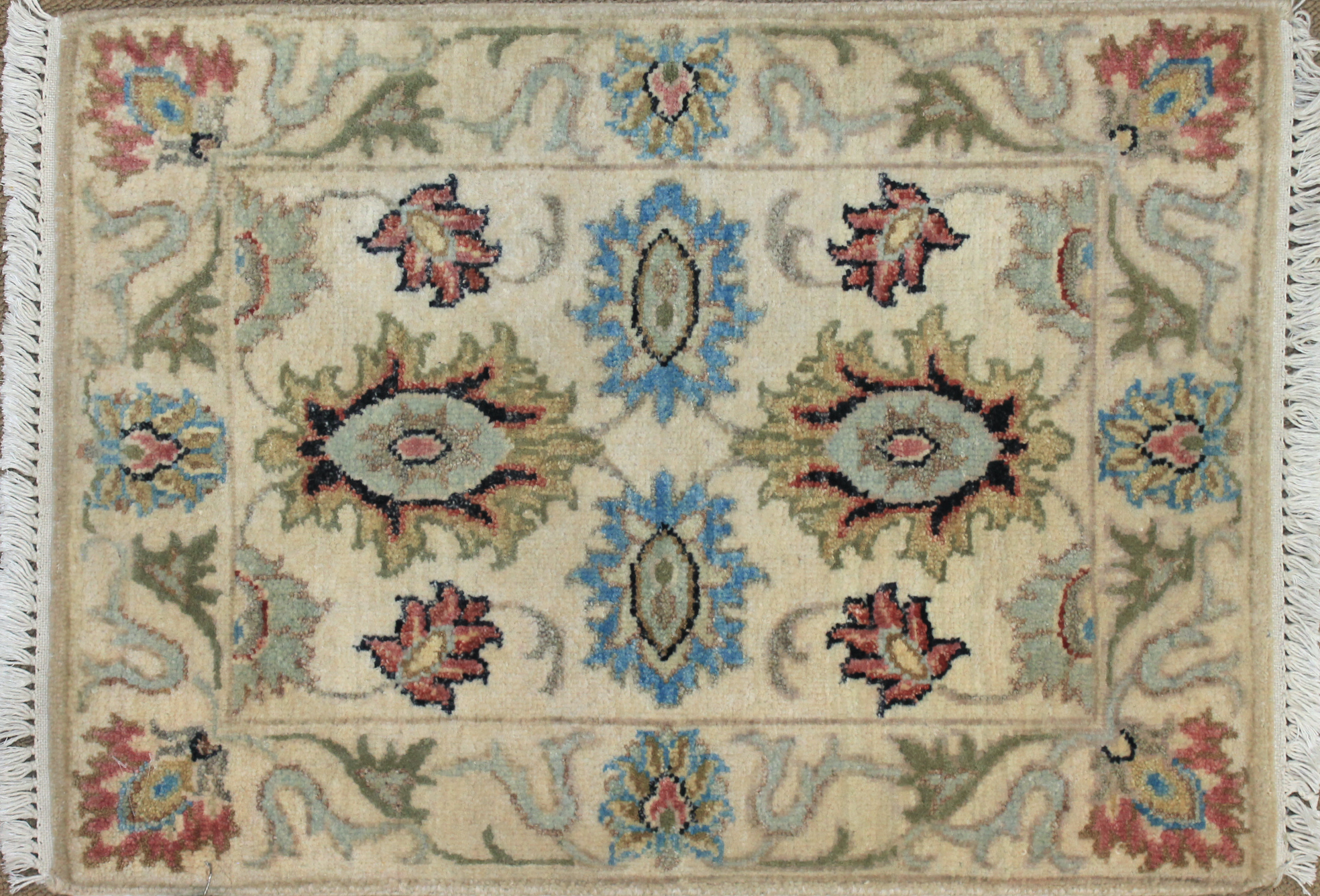 1.6X2 & Smaller Oriental Hand Knotted Wool Area Rug - MR025501