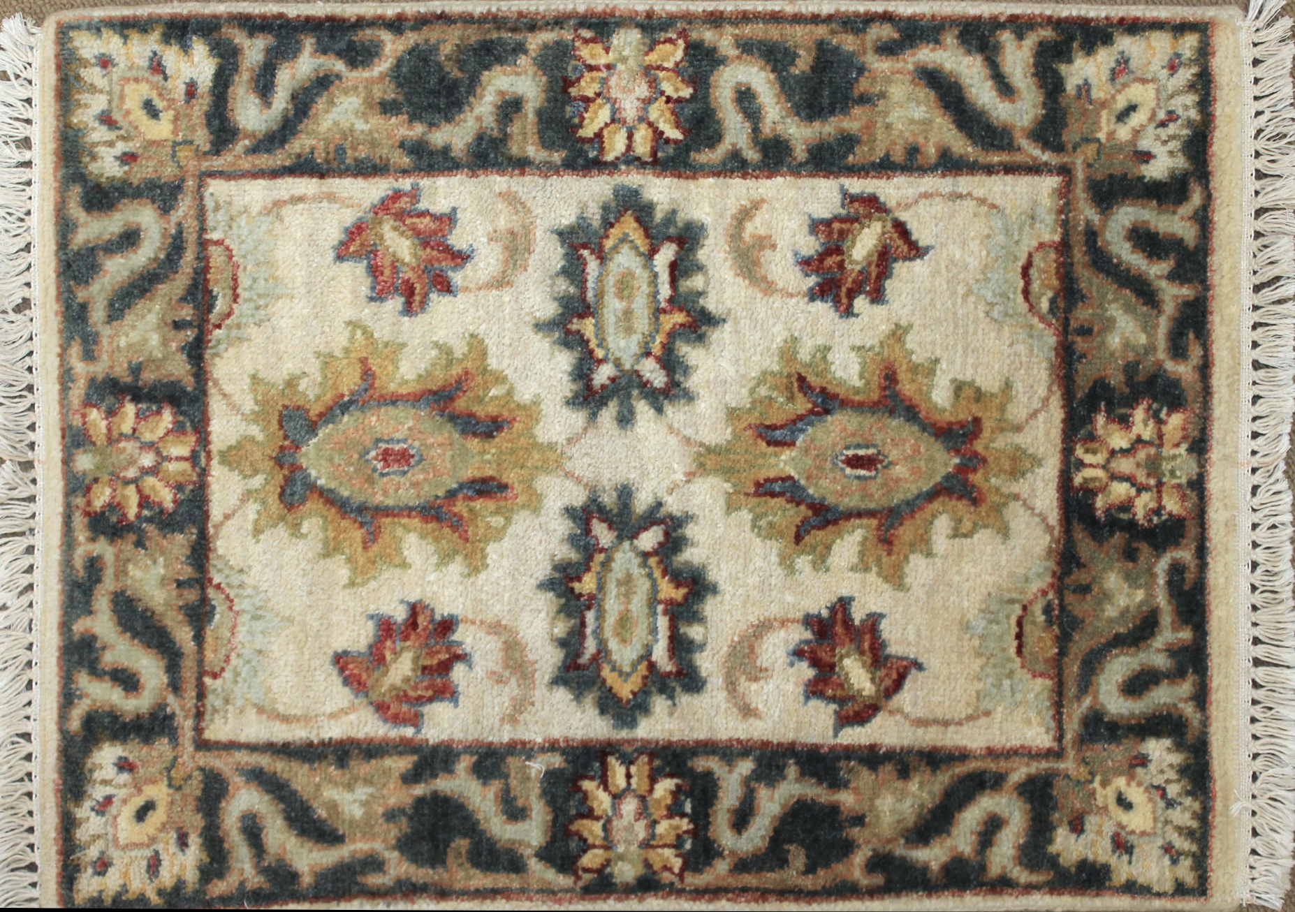 1.6X2 & Smaller Oriental Hand Knotted Wool Area Rug - MR025510